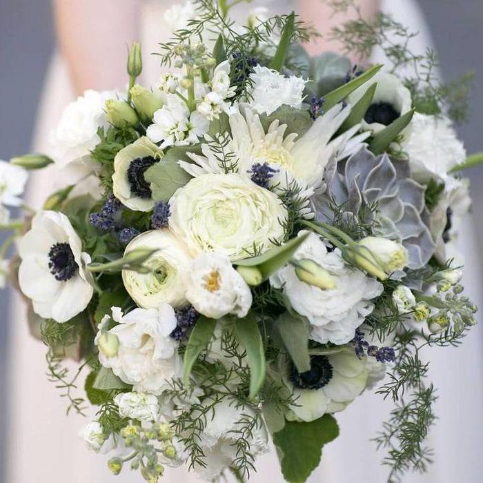Цветы роза, свадебный букет в белой калитве